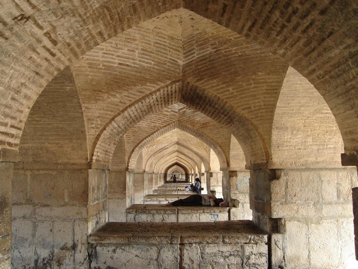 Pod mostem w Isfahanie