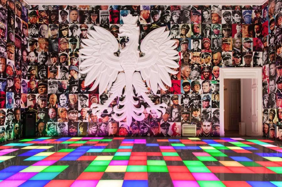 """Bez tytułu (Polska Über Alles), 2012, wystawa """"Piotr Uklański. Czterdzieści i cztery"""", Zachęta Narodowa Galeria Sztuki, fot. Mateusz Sadowski"""